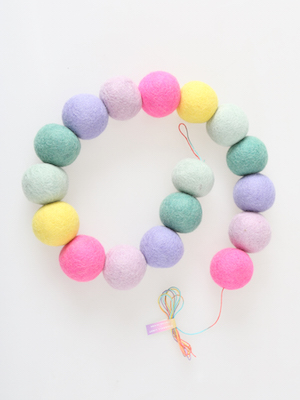 pompom garland _ chewing chewing jelly